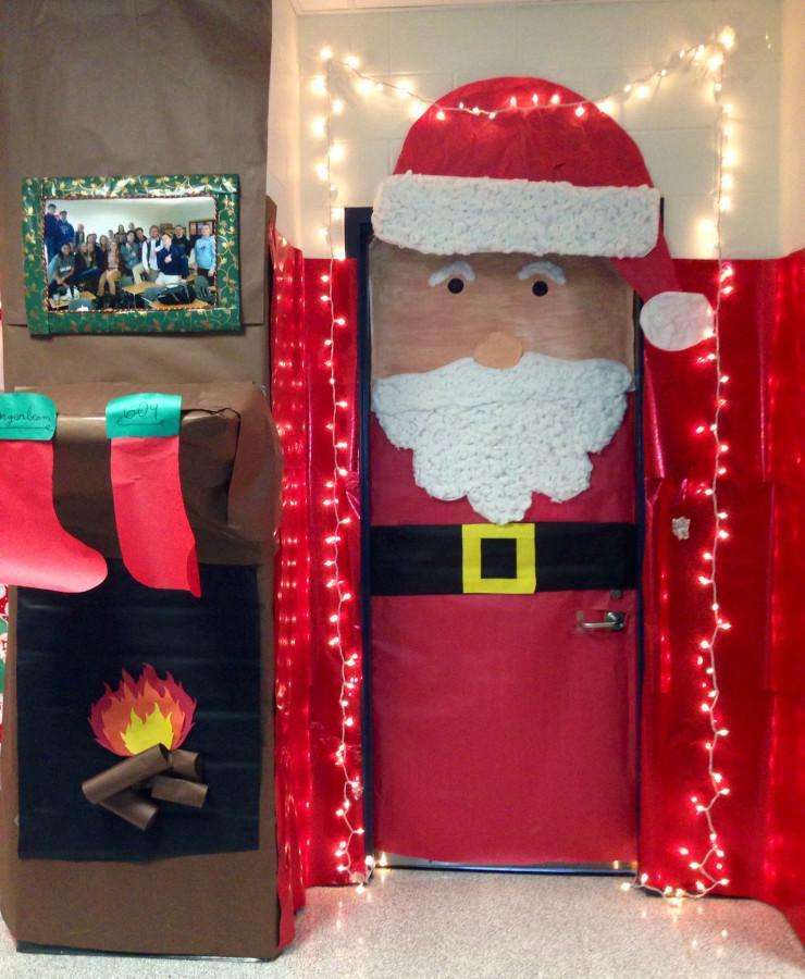 Mrs.+Longerbeam%27s+winning+Holiday+decorated+door.