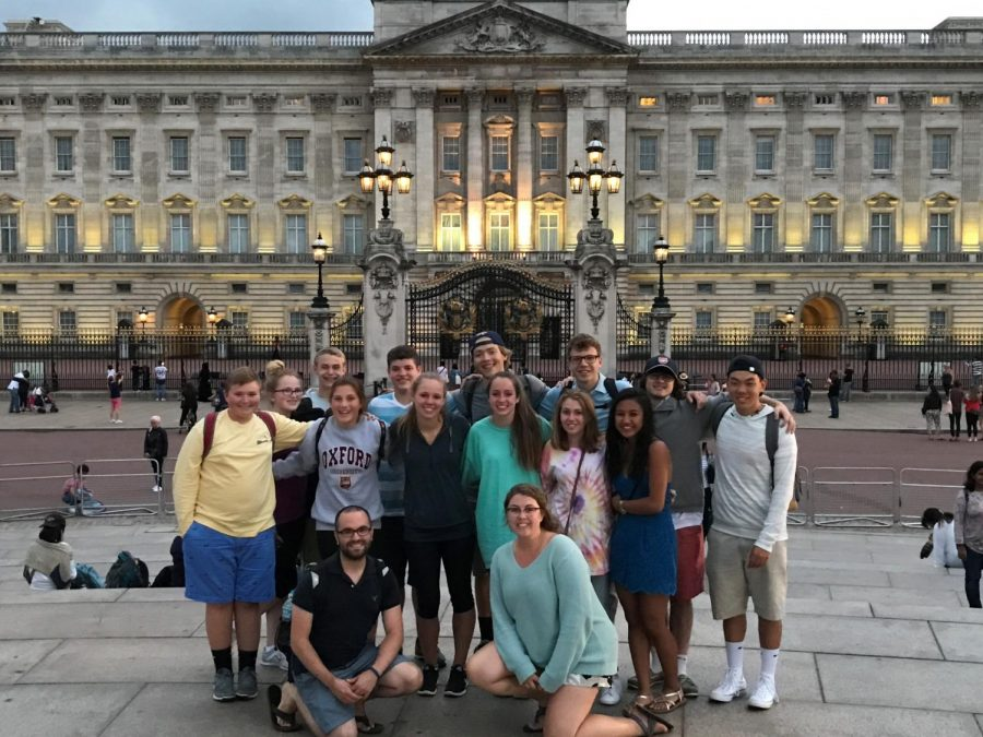 Students visit Buckingham Palace in London, England. Photo by Ms. Natasha Shildneck