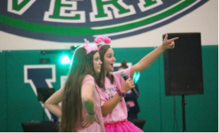 SCA members Charley Piercy and Ava Eckenrode host the Homecoming Pep Rally. Photo by Kildea McMahon